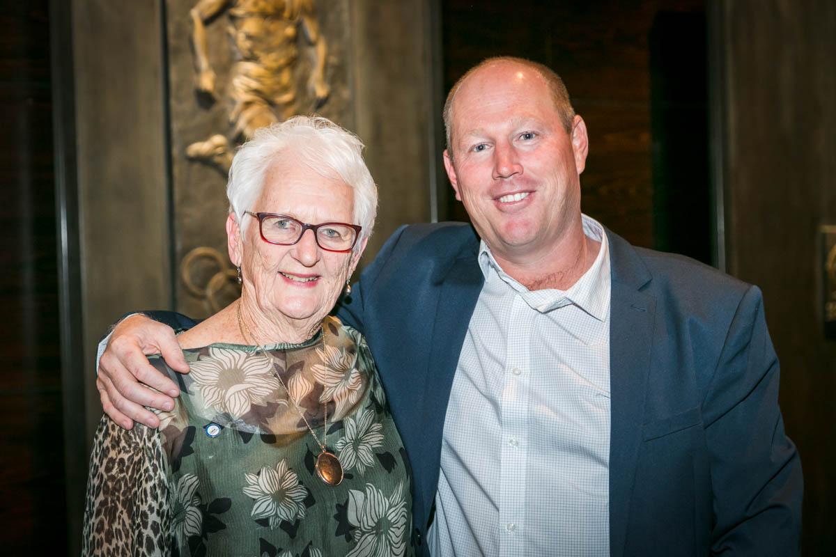 Billie Friedlander with Manduray Country Club General Manager, Grant Shortland-Jones
